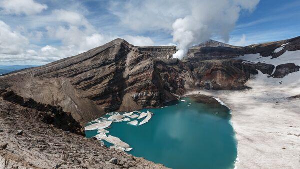 Un volcán en Kamchatka, Rusia (imagen referencial) - Sputnik Mundo