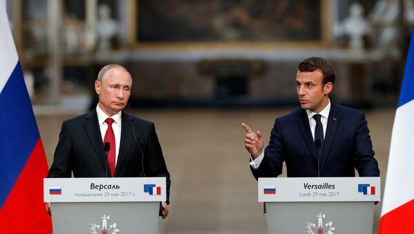 Emmanuel Macron, presidente de Francia, y Vladímir Putin, presidente ruso (archivo) - Sputnik Mundo