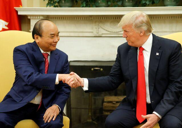 Primer ministro de Vietnam, Nguyen Xuan Phuc, y presidente de EEUU, Donald Trump