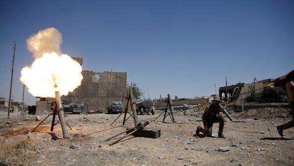 Militares iraquíes durante los combates contra Daesh en Mosul, Irak - Sputnik Mundo