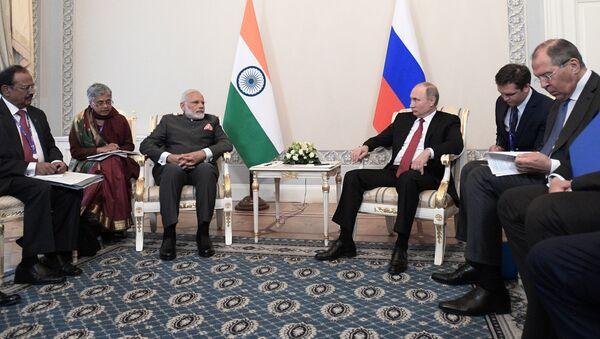 Narendra Modi, primer ministro indio, y Vladímir Putin, presidente de Rusia - Sputnik Mundo