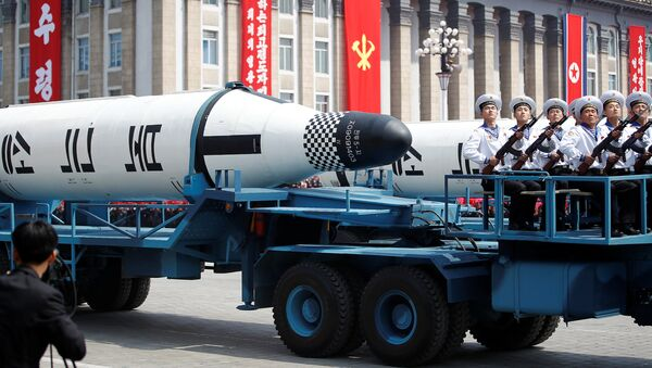 Misiles en las calles de Pyongyang - Sputnik Mundo