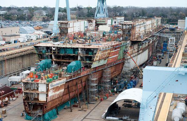 Dinero al agua: el portaviones más caro del mundo entra en servicio de EEUU - Sputnik Mundo