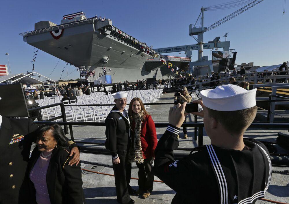 Dinero al agua: el portaviones más caro del mundo entra en servicio de EEUU