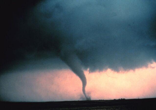 Tornado, imagen referencial