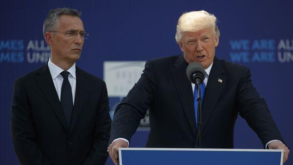 El secretario general de la OTAN Jens Stoltenberg y el presidente de EEUU Donald Trump - Sputnik Mundo