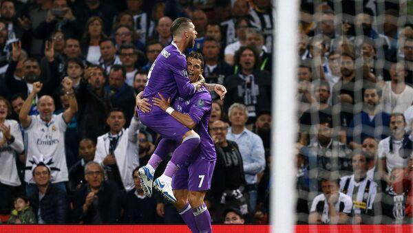 Sergio Ramos y Cristiano Ronaldo del Real Madrid en la final de la Champions League - Sputnik Mundo