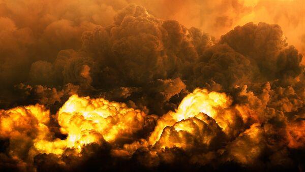 Nubes tras una explosión (imagen referencial) - Sputnik Mundo