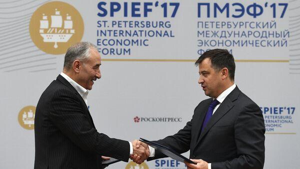 Viceministro de Energía de Rusia, Kirill Molodtsov, y el viceministro de Petróleo de Irán para las relaciones internacionales y el comercio, Amirhossein Zamaniniya - Sputnik Mundo