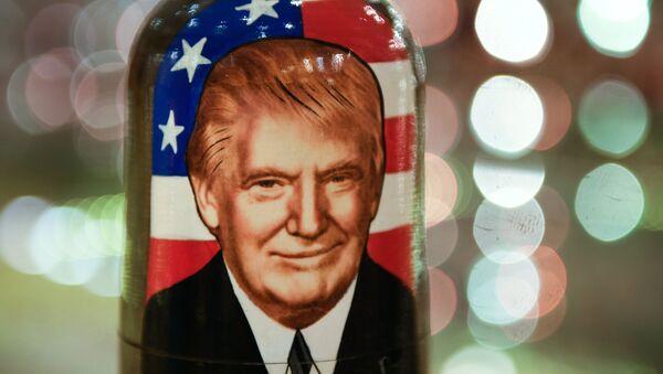 Una matrioska con la imagen de Donald Trump - Sputnik Mundo
