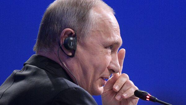 Vladímir Putin en el Foro Económico Internacional de San Petersburgo - Sputnik Mundo