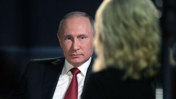 Vladímir Putin durante la entrevista a la cadena NBC - Sputnik Mundo