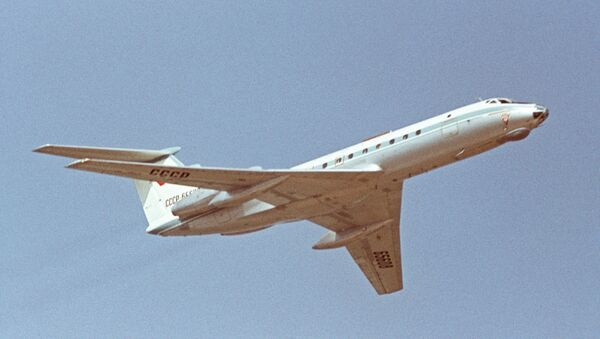 The Aviation Festival dedicated to the 50th anniversary of Great October Revolution at the Domodedovo airport. Tu-134 passenger aircraft. - Sputnik Mundo