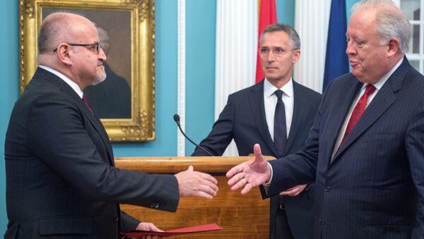 Thomas Shannon, subsecretario del Departamento de Estado de EEUU y Dr. Srdjan Damanovic, canciller de Montenegro - Sputnik Mundo