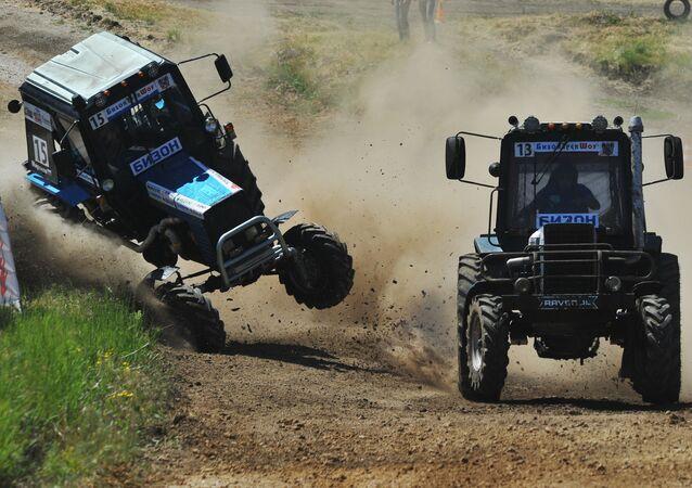 Bizon Track Show 2017, una insólita carrera de tractores