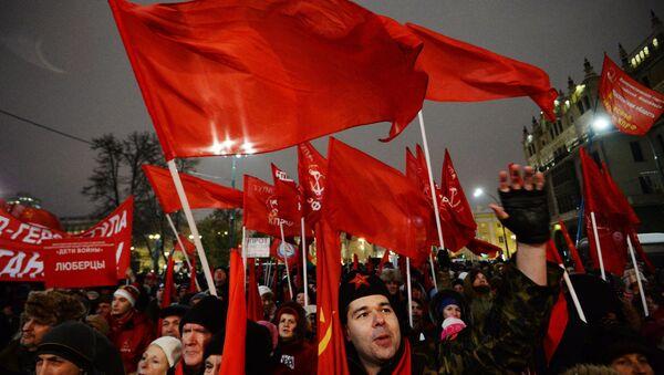 La marcha en Moscú en homenaje de la Revolución de Octubre de 1917 - Sputnik Mundo