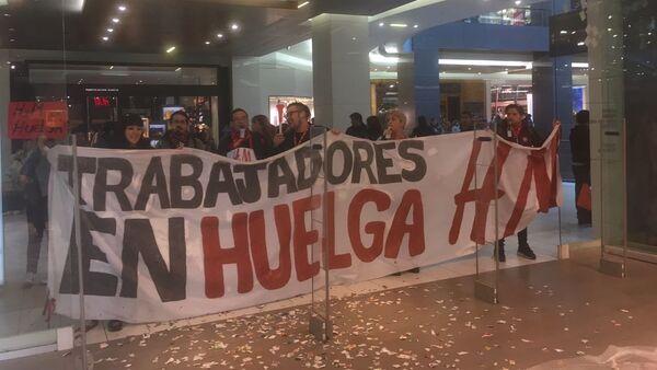 Trabajadores de H&M hacen huelga y protestan en Santiago de Chile - Sputnik Mundo