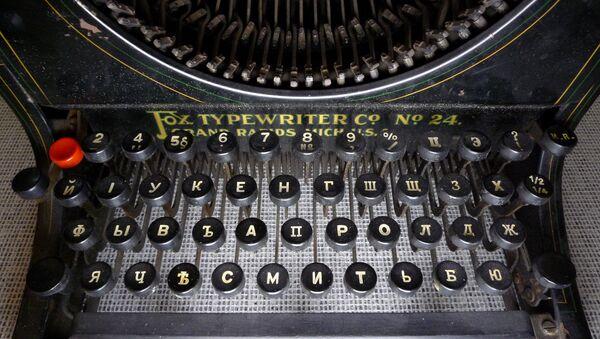 Máquina de escribir con alfabeto cirílico - Sputnik Mundo