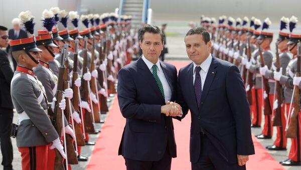 Enrique Peña Nieto, presidente de México, y Carlos Raúl Morales, ministro de relaciones exteriores de Guatemala - Sputnik Mundo
