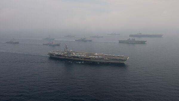 Los portaviones estadounidenses USS Carl Vinson y USS Ronald Reagan en el mar del Japón - Sputnik Mundo