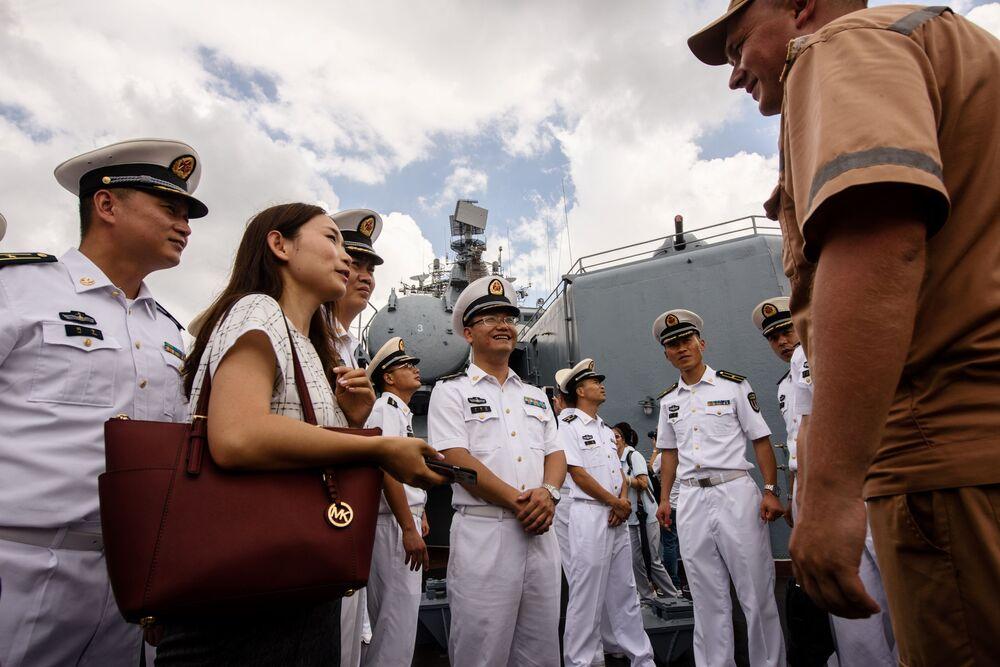 El legendario crucero lanzamisiles ruso Variag visita Hong Kong
