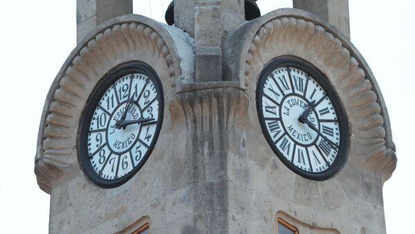 Un reloj en México - Sputnik Mundo