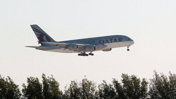 Un avión de Qatar Airways - Sputnik Mundo
