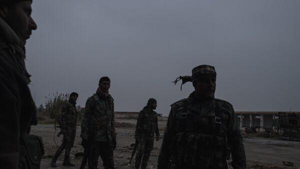 Militares sirios en el aerodromo cerca del Damasco - Sputnik Mundo