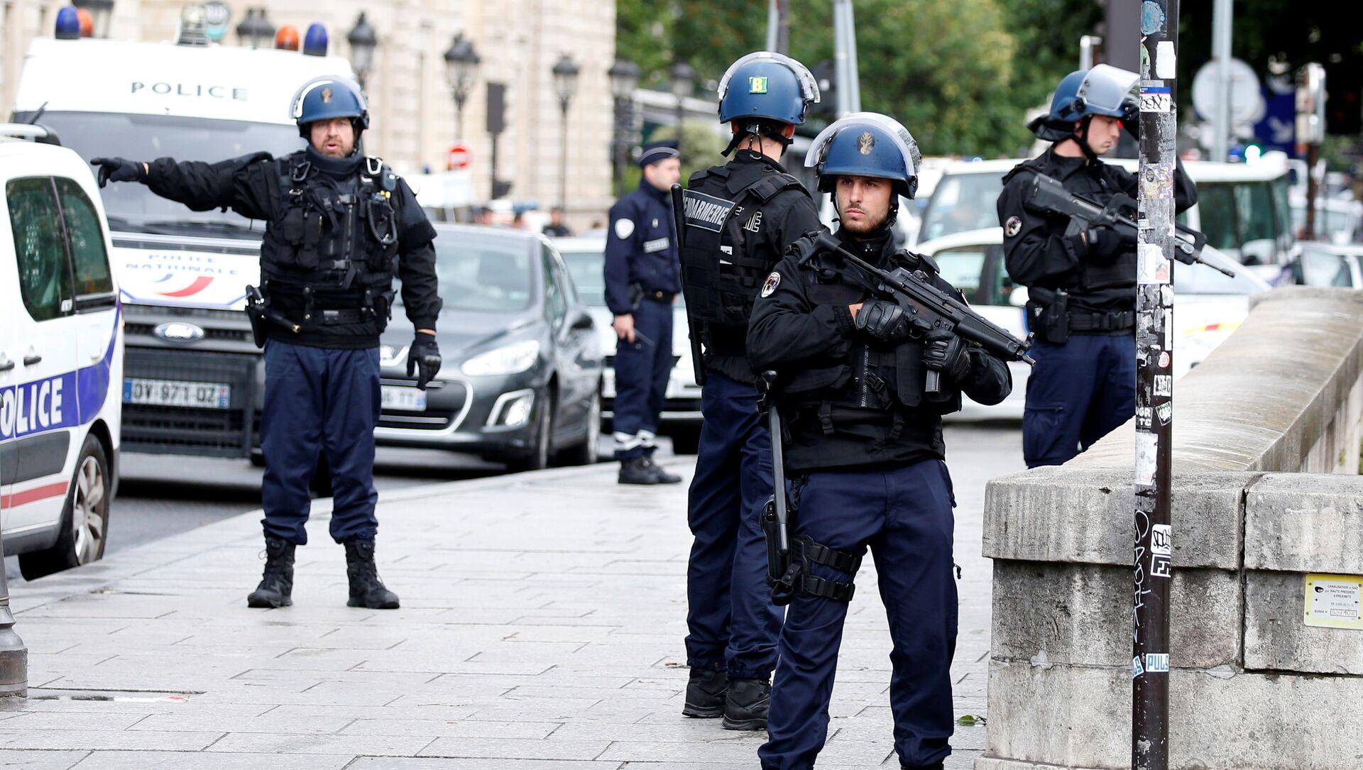 Policía francesa - Sputnik Mundo, 1920, 03.02.2021