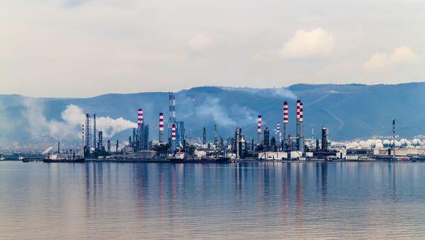 Refinería de gas natural (imagen referencial) - Sputnik Mundo