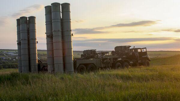 Los sistemas de misiles S-300 rusos, en plena acción - Sputnik Mundo