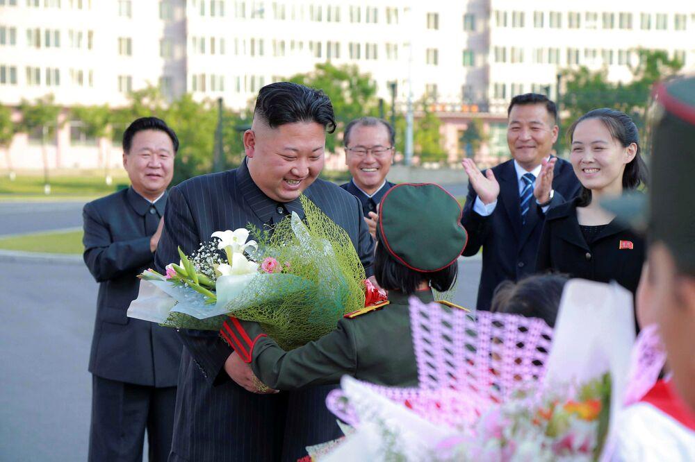 Kim Jong-un y los niños coreanos