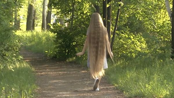 El cabello de Nina Bichkova mide unos impresionantes 139 centímetros - Sputnik Mundo