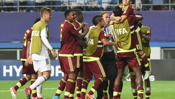 Jugadores venezolanos tras vencer a Uruguay - Sputnik Mundo