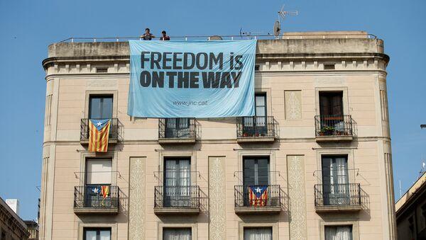 Banderas independentistas catalanas en Barcelona, España - Sputnik Mundo