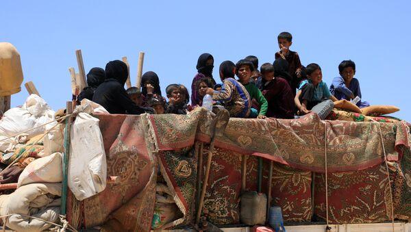 Los ciudadanos sirios huyendo de Al Raqa - Sputnik Mundo