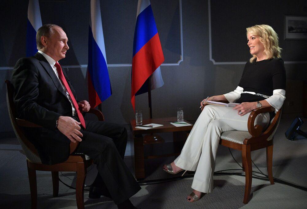 El presidente de Rusia, Vladímir Putin, en una entrevista con Megyn Kelly de la cadena televisiva estadounidense NBC, durante el Foro Económico Internacional de San Petersburgo