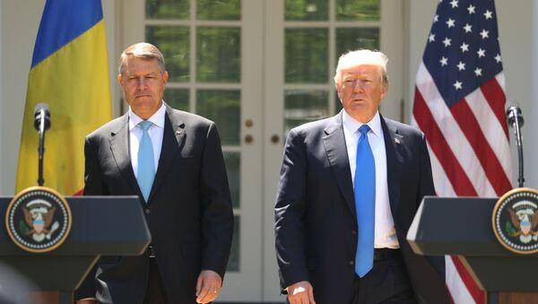 Presidente de Rumania, Klaus Iohannis, y presidente de EEUU, Donald Trump - Sputnik Mundo