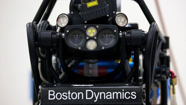 Un robot humanoide, Atlas, de la empresa Boston Dynamics - Sputnik Mundo