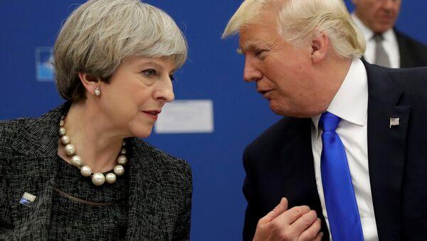 El presidente de EEUU, Donald Trump, y la primera ministra de Reino Unido, Theresa May (archivo) - Sputnik Mundo