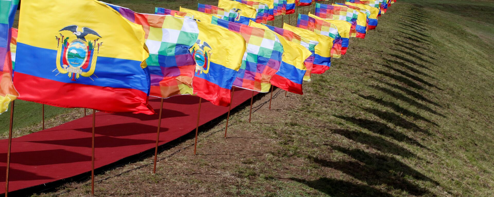 Ecuador flags flutter during a traditional ceremony for Ecuador's President - Sputnik Mundo, 1920, 06.05.2021