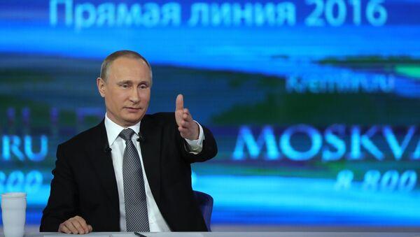 Vladímir Putin, presidente de Rusia, durante la línea directa de 2016 (archivo) - Sputnik Mundo