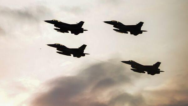 Cazas polacos y turcos hacen maniobras en el marco de una cumbre de la OTAN - Sputnik Mundo