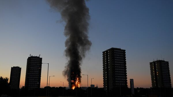 Incendio en edificio de viviendas Grenfel Tower de Londres - Sputnik Mundo