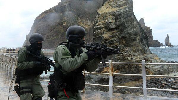Militares surcoreanos en rocas de Liancourt - Sputnik Mundo