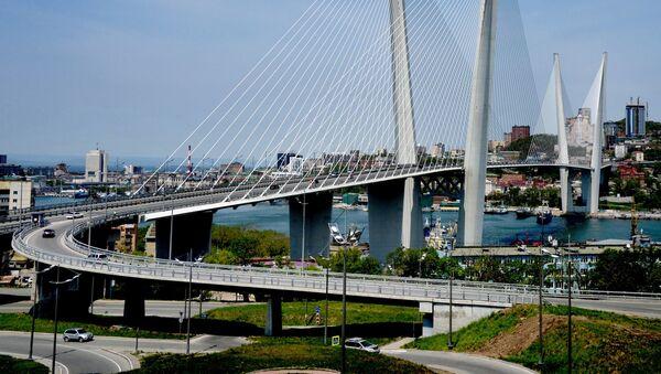 Вантовый мост через бухту Золотой Рог во Владивостоке - Sputnik Mundo