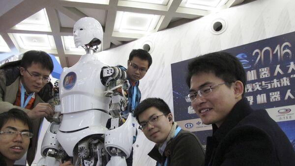 Un robot, en la Conferencia del Mundo Robot en Pekín - Sputnik Mundo
