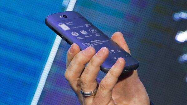 Презентация смартфона YotaPhone 2 в России - Sputnik Mundo