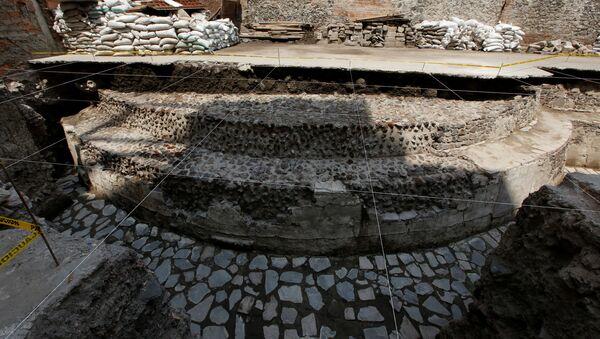 Arqueólogos hallan templo azteca en el medio de Ciudad de México - Sputnik Mundo