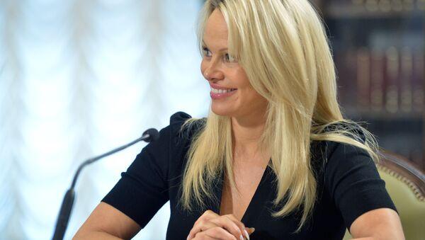 La actriz estadounidense, Pamela Anderson - Sputnik Mundo